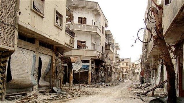 Une rue de Bab al-Sebaa, dans la banlieue de Homs. témoigne de la violence des affrontements en Syrie.