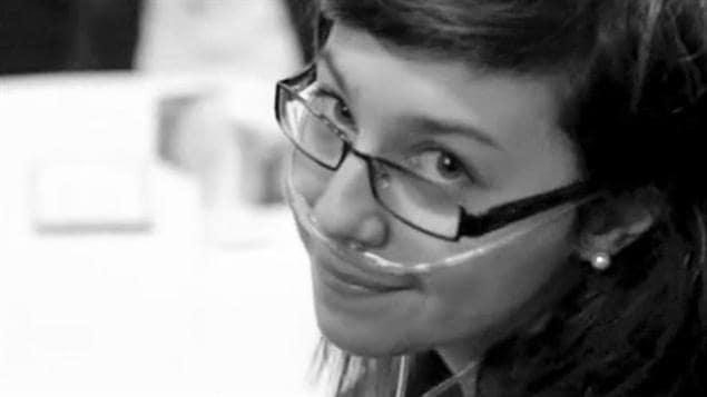 Une jeune militante canadienne pour le don d'organes, Hélène Campbell, avait dû subir en 2012 avec succès une double transplantation à Toronto après avoir reçu un diagnostic de fibrose pulmonaire. Son histoire avait fait le tour du pays.