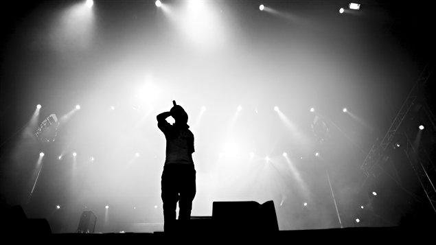 Un artiste hip-hop sur scène / © Alen Popov, iStockphoto