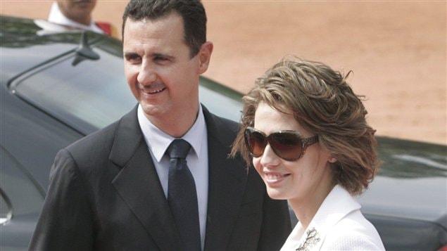 Le président syrien Bachar Al-Assad et son épouse Asma Al-Assad lors d'un voyage à Paris, en 2008
