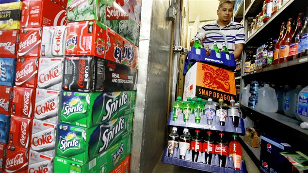 La Coalition poids recommande à l'industrie et au gouvernement de limiter l'exposition des jeunes aux boissons sucrées.