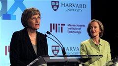 Les présidentes de l'Université Harvard, Drew Faust et du Massachusetts Institute of Technology, Susan Hockfield