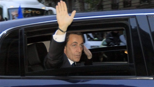 Nicolas Sarkozy quitte aprs avoir concd la victoire  son adversaire dans un discours  ses partisans  la Mutualit,  Paris