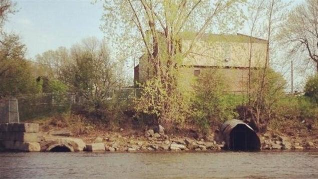 Un égout fluvial à Montréal
