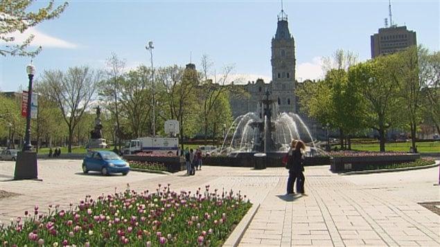 Fontaine de Tourny devant l'édifice du Parlement à Québec