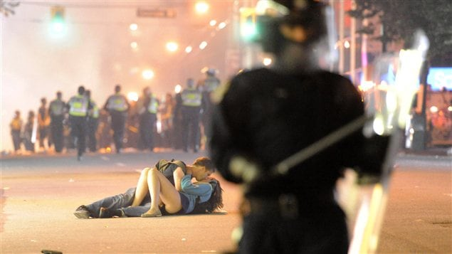 Le baiser de l'�meute / � AFP-Getty images Richard Lam