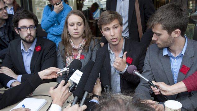 (De gauche à droite) Paul-Émile Auger de la TaCEQ, Martine Desjardins de la FEUQ, Gabriel Nadeau-Dubois de la CLASSE et Léo Bureau-Blouin de la FECQ