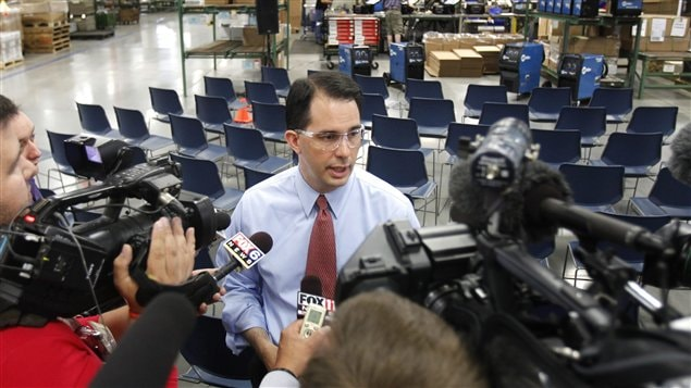 Le gouverneur rpublicain du Wisconsin, Scott Walker, fait campagne dans le village de Sussex, le 1er juin 2012. 