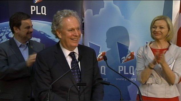 Le premier ministre Jean Charest aux côtés de sa candidate défaite dans la circonscription d'Argenteuil.