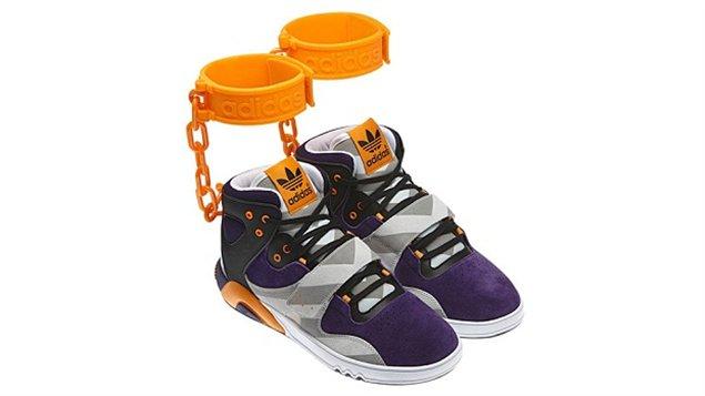 afb1902a561 La chaussure de la controverse