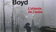 Une partie de la couverture du roman de William Boyd <i>L'attente de l'aube</i>