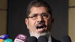 Le candidat des Frères musulmans, Mohammed Morsi, en conférence de presse, le 22 juin