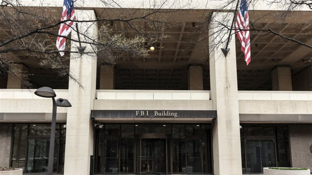 Entrée du quartie général du Federal Bureau of Investigation (FBI) à Washington
