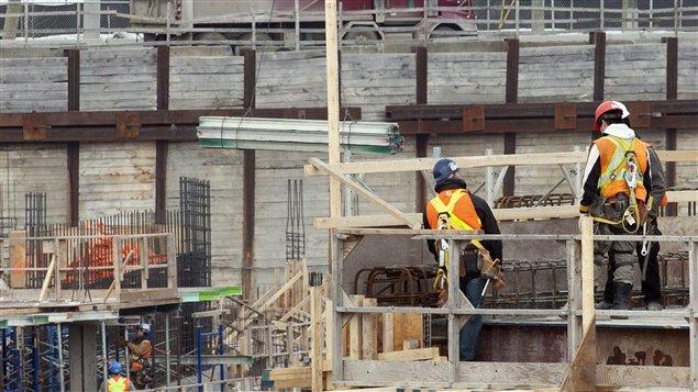 Des travailleurs sur un chantier de construction à Montréal (archives)