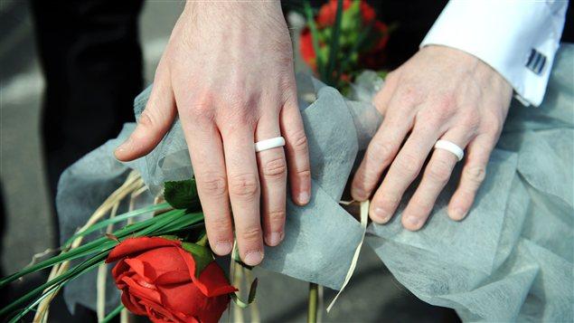 Une cérémonie symbolique tenue le 15 avril, à Lannion, en Bretagne, en faveur du mariage gai en France.