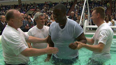 Baptême d'un Témoin de Jéhovah à l'assemblée de Sherbrooke.