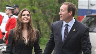 Nazanin Afshin-Jam et le ministre Peter MacKay,  Ottawa, le 18 mai 2011