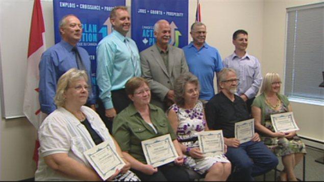 Ces travailleurs de St-Pierre-Jolys au Manitoba ont bénéficié de programmes de formation professionnelle financés par l'Initiative ciblée pour les travailleurs âgés.