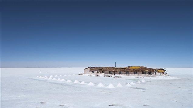 Hôtel fait en sel en Bolivie ©iStock/Bartosz Hadyniak