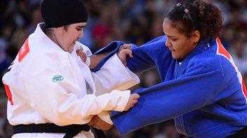 La Saoudienne Wojdan Shaherkani et Melissa Mojica de Porto-Rico