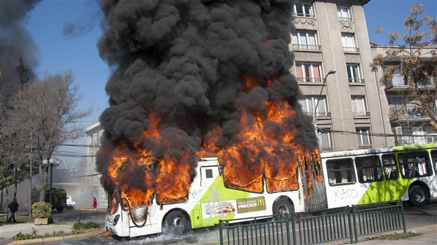 Trois autobus publics ont t incendis.