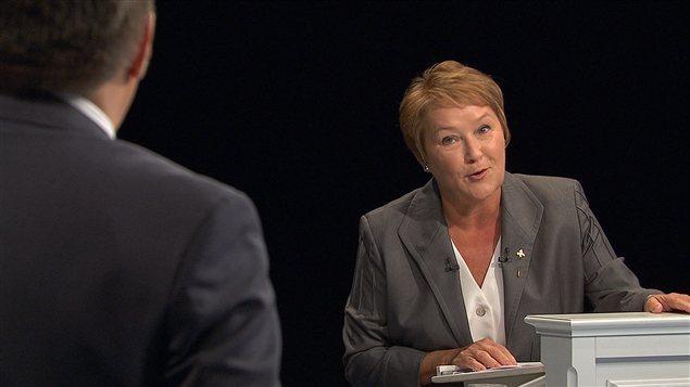 Pauline Marois réplique à François Legault lors du débat de 2012