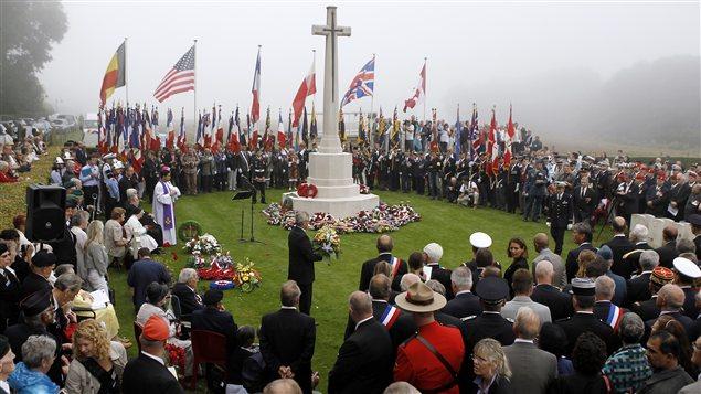 Un fil de discussion en mémoire des millions de victimes des nazis - Page 2 AFP_120819_op6sz_ceremonie-dieppe_sn635