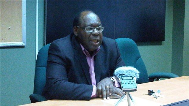Le maire d'Amos, Ulrick Chérubin, demande aux candidats de défendre les dossiers prioritaires de la Ville.