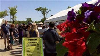 Des milliers de personnes ont fréquenté le marché de Saint-Norbert lors de sa première journée d'ouverture de la saison, le 2 juin.