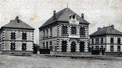 Carte postale ancienne de la mairie de Tourouvre