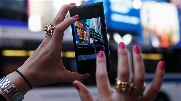 Le Lumia 900,  précédente version du teléphone mobile de Nokia