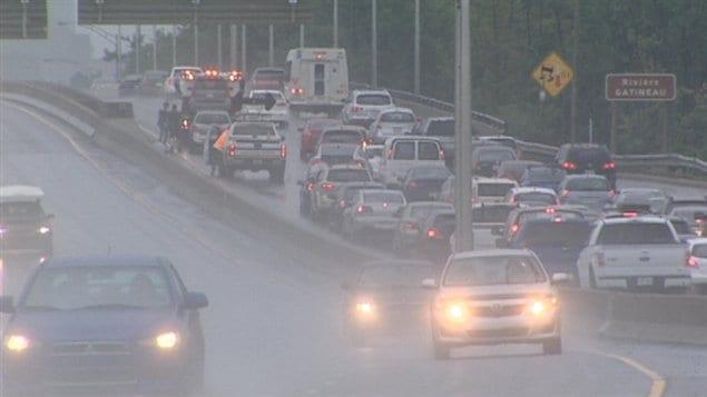 Un accident de la route s'est produit à l'entrée du pont des Draveurs, sur l'autoroute 50, à Gatineau.