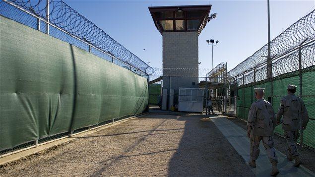 Des militaires américains dans la prison de Guantanamo.