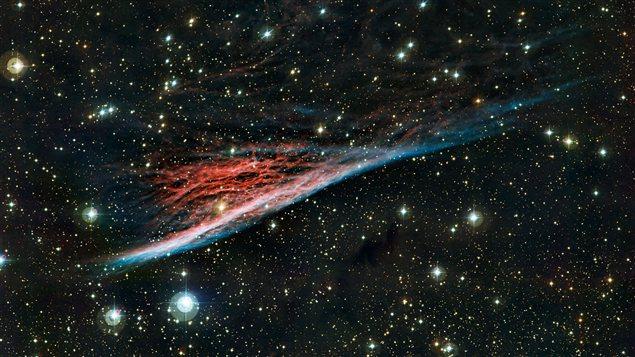 La nébuleuse du Crayon, vestige aux formes étranges d'une vaste explosion