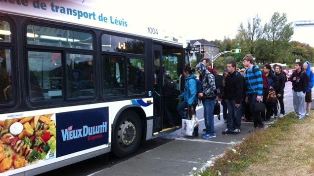 Les autobus de la Société de transport de Lévis sont plein depuis la rentrée automnale.