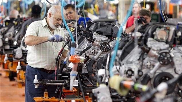 Des travailleurs de l'usine d'assemblage de Chrysler à Brampton
