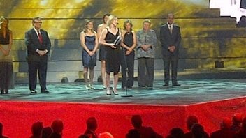 L'equipe feminine olympique de hockey 2006 intronisée au Temple de la renommée olympique.