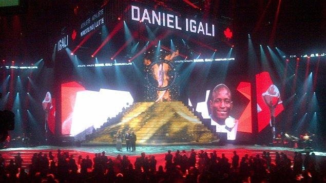 Le lutteur Daniel Igali lors de la cérémonie d'intronisation au Temple de la renommée olympique