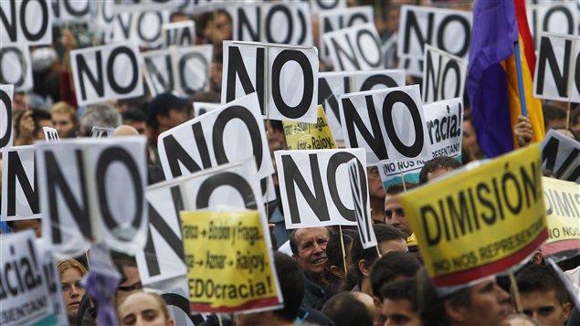 Des manifestants disent Non aux politiques d'austérité en Espagne.