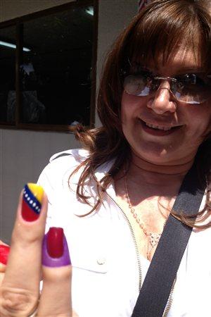 Une Vénézuélienne qui vote