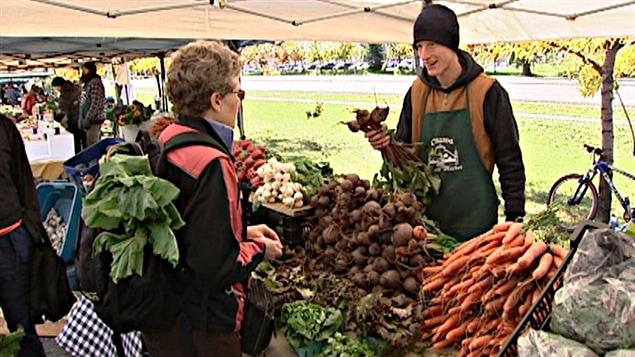 Un marché public à Ottawa la capitale du Canada qui se trouve dans la province de l'Ontario où les prix du panier d'épicerie sont les moins élevés au pays.