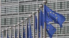 Drapeaux de l'Union européenne devant le siège de la Commission européenne à Bruxelles