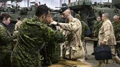 Des soldats quittent la base de Valcartier pour l'Afghanistan, en 2009 (archives).