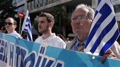 Des Grecs manifestent à l'extérieur du ministère des Finances à Athènes, le 17 octobre 2012, contre les mesures d'austérité.