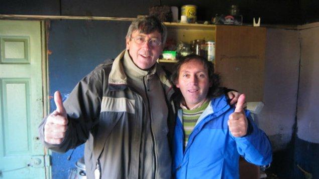 Jean-Michel Leprince (à gauche) en compagnie d'Ivan Fuentes, pêcheur artisanal qui est devenu l'emblème de la révolte des gens d'Aysen.