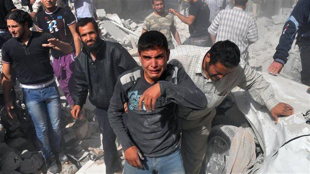 Après le bombardement de l'aviation à Maaret al-Noomane
