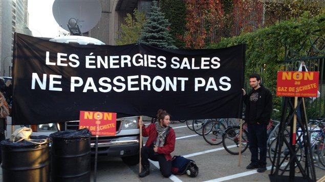 Des environnementalistes manifestent contre les « énergies sales »