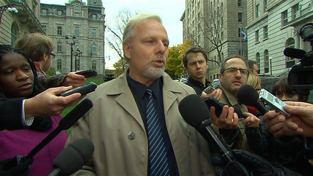 Le ministre responsable de la région de Montréal, Jean-François Lisée lance un appel au calme.