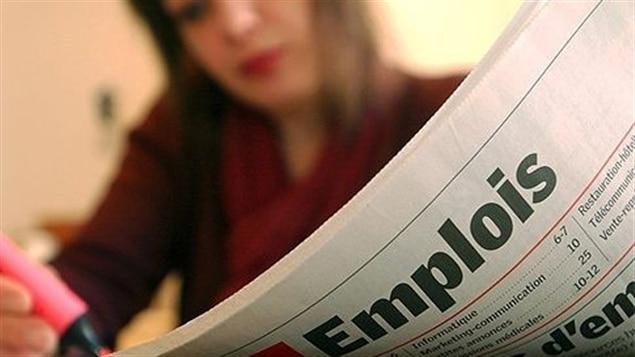 Une femme cherche un emploi