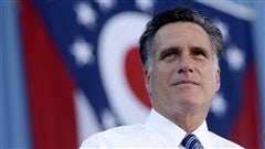 Mitt Romney, prenant une pause au cours d'une visite dans une usine de Worthington, en Ohio.